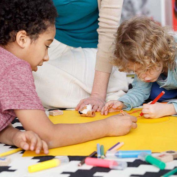 group-painting-in-kindergarten-PPB6ZV7.jpg